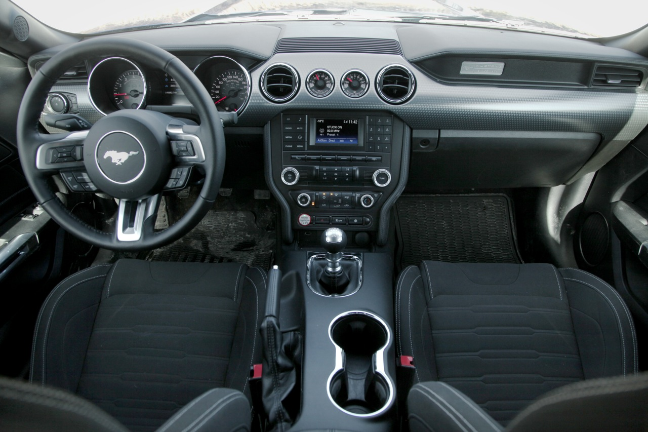 2015 ford mustang ecoboost review news for Ford mustang 2015 interior