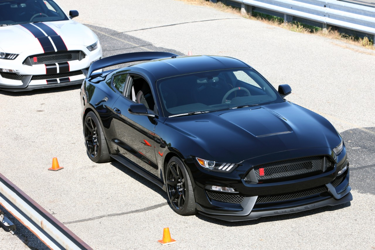 ford shelby gt350 mustang production begins news. Black Bedroom Furniture Sets. Home Design Ideas