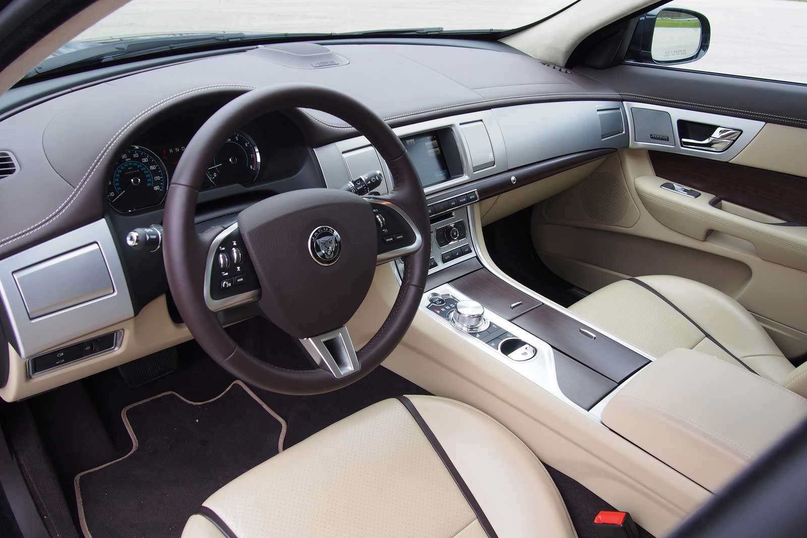Jaguar xf 2015 interior images for Interior images