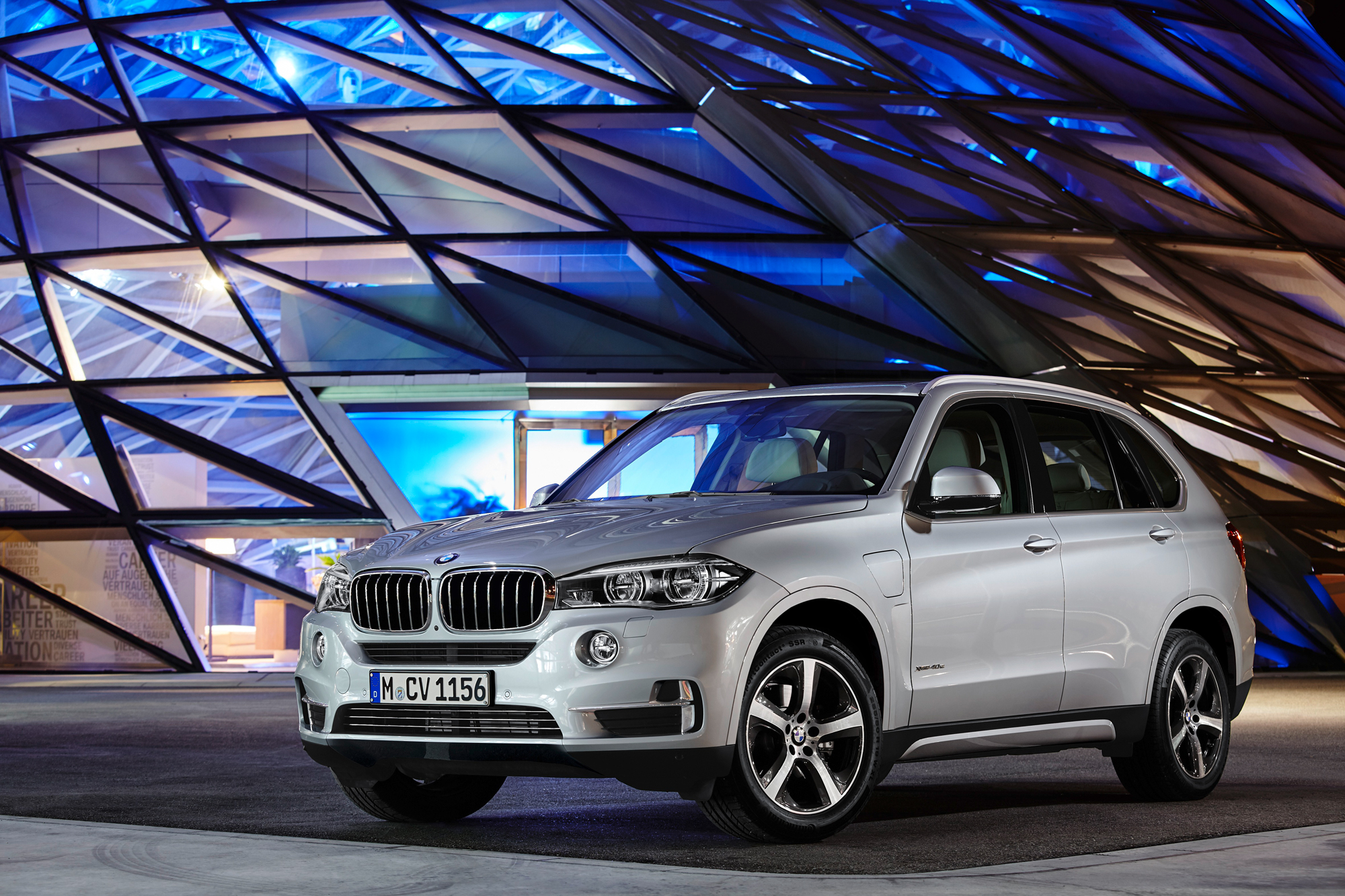 2016 bmw x5 xdrive40e plug in hybrid joins lineup news. Black Bedroom Furniture Sets. Home Design Ideas