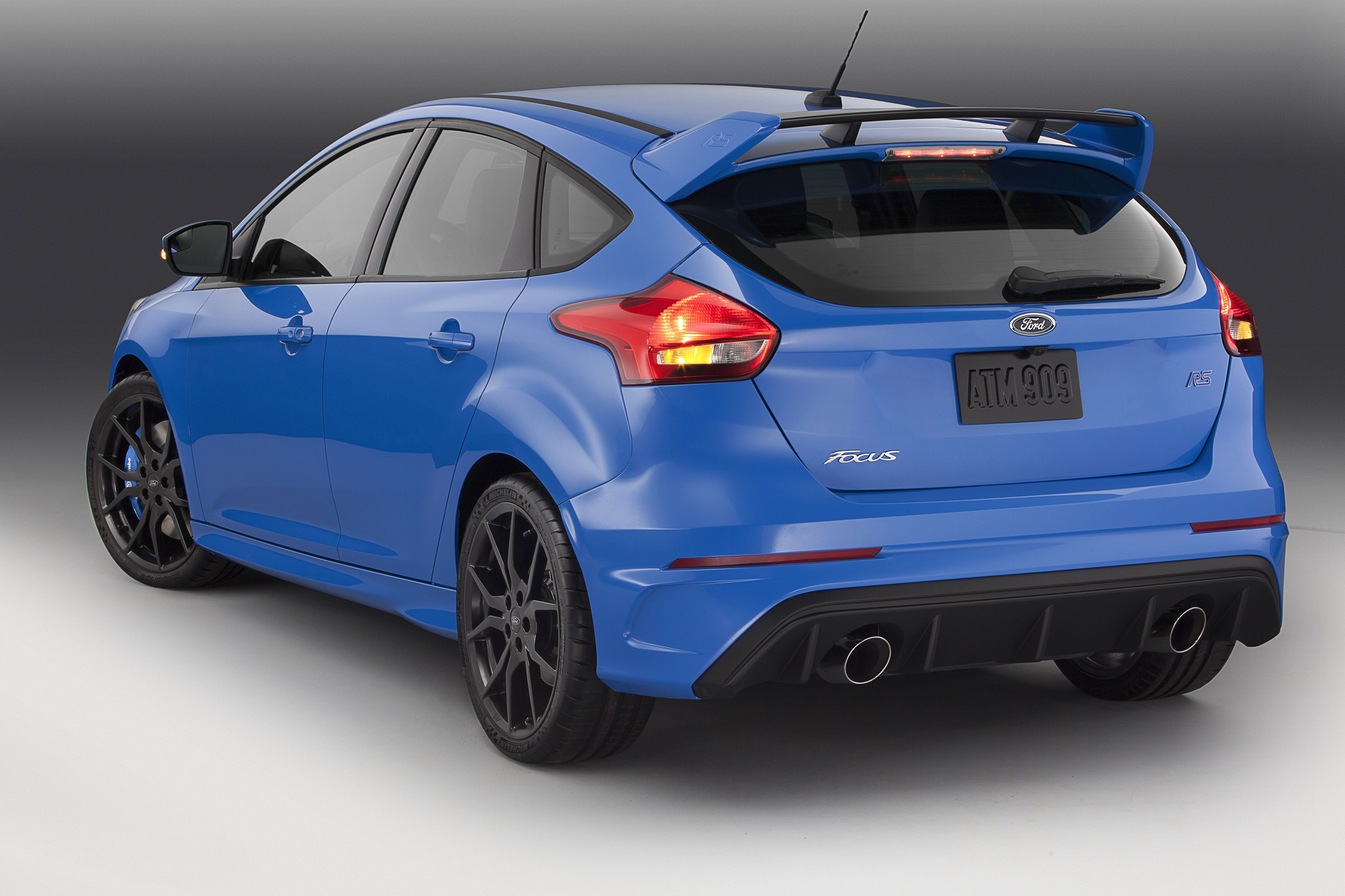 ford focus rs hits us dealers in spring 2016 autoguide