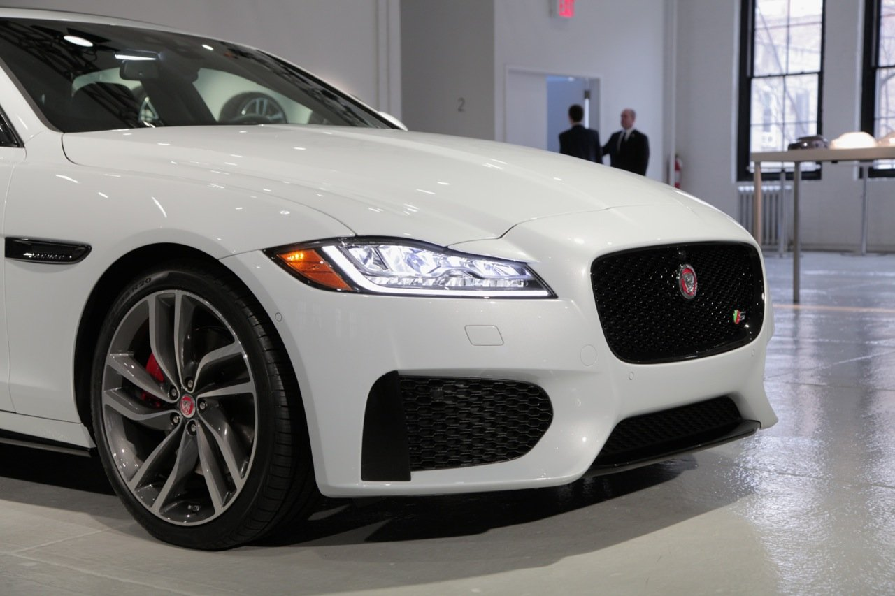 2016 jaguar xf is light on weight heavy on tech news. Black Bedroom Furniture Sets. Home Design Ideas