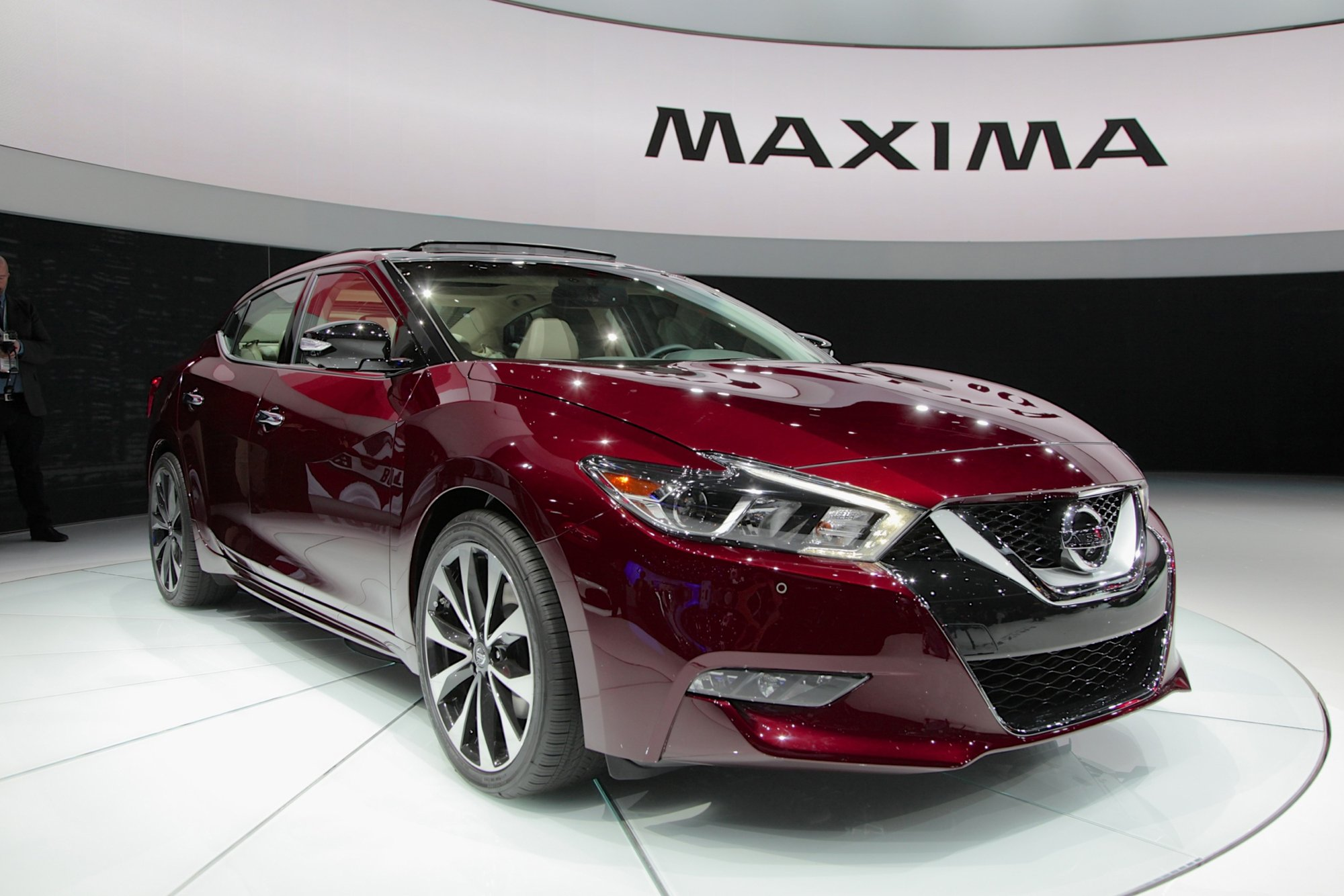 2016 nissan maxima is lower longer and lighter news. Black Bedroom Furniture Sets. Home Design Ideas