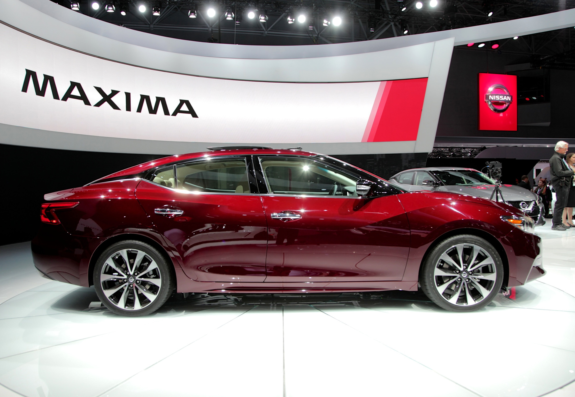 2016 nissan maxima video first look news. Black Bedroom Furniture Sets. Home Design Ideas