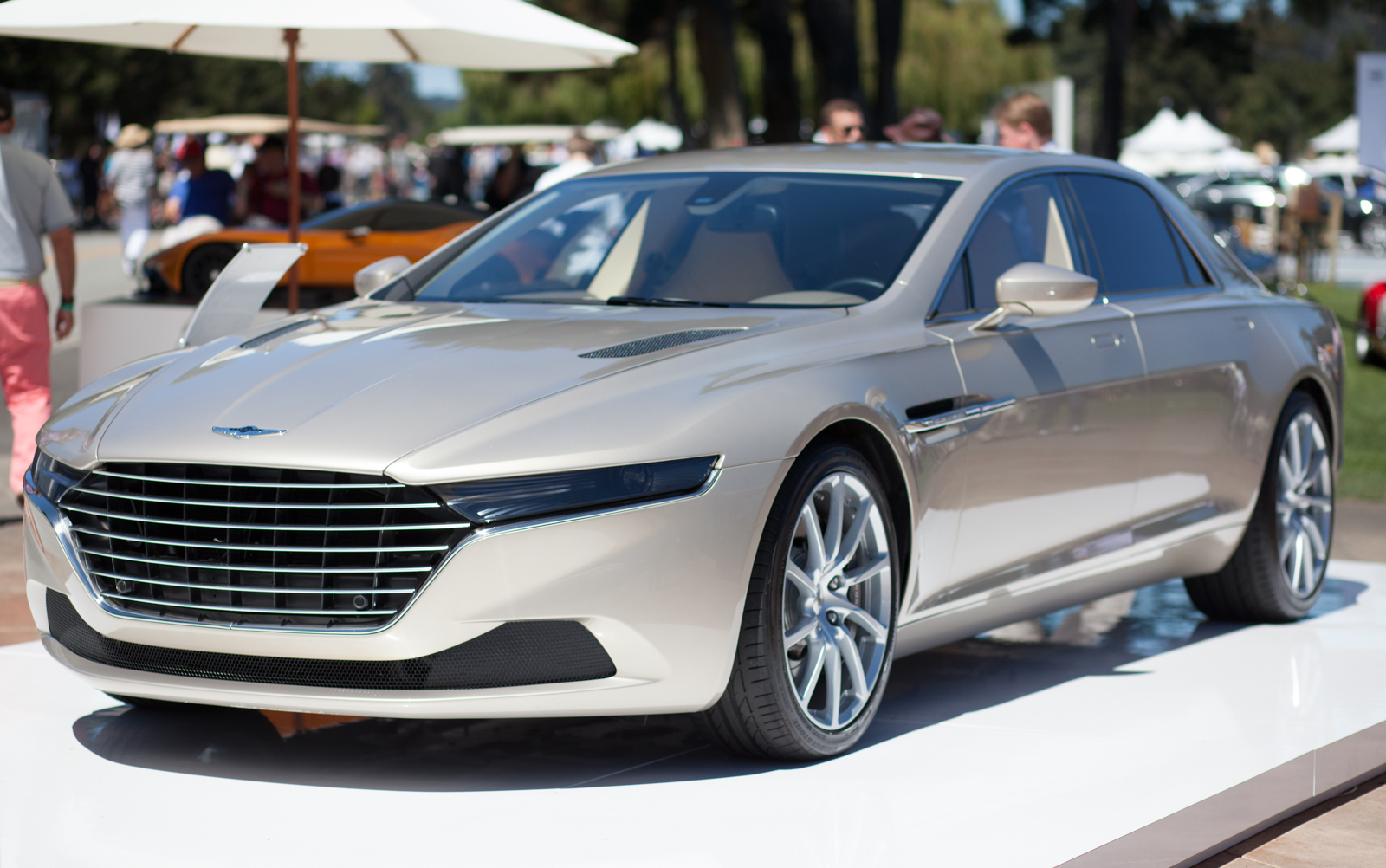 aston martin lagonda taraf takes a bow at pebble beach. Black Bedroom Furniture Sets. Home Design Ideas