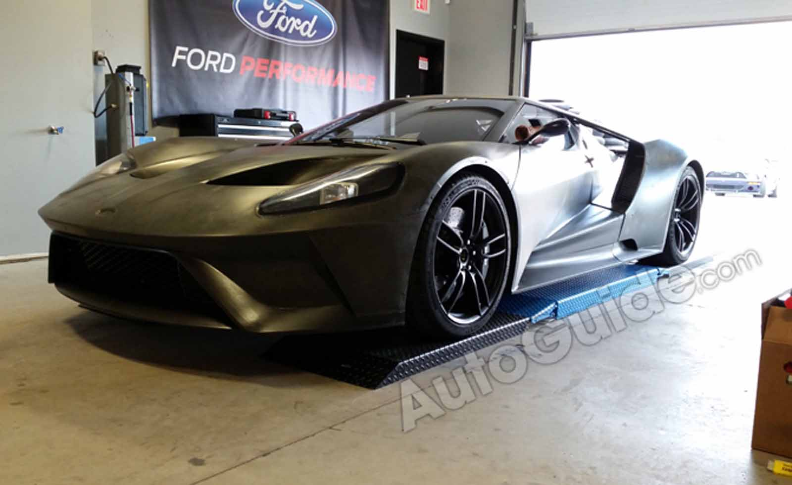 Calabogie Race Track >> Watch the 2017 Ford GT Race Car Tear up the Race Track. It Sounds Glorious! » AutoGuide.com News