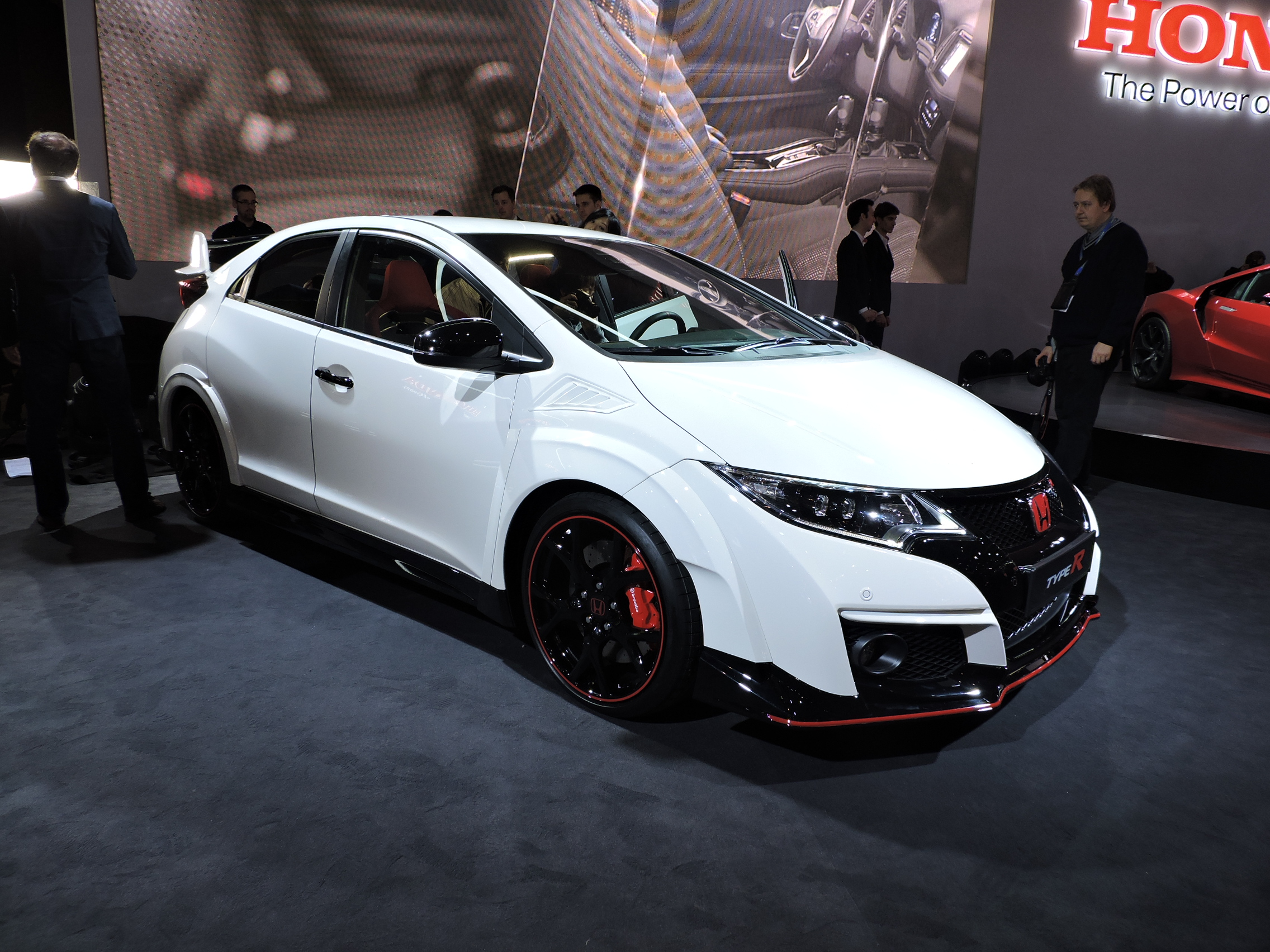 honda civic type r boasts insane performance news. Black Bedroom Furniture Sets. Home Design Ideas