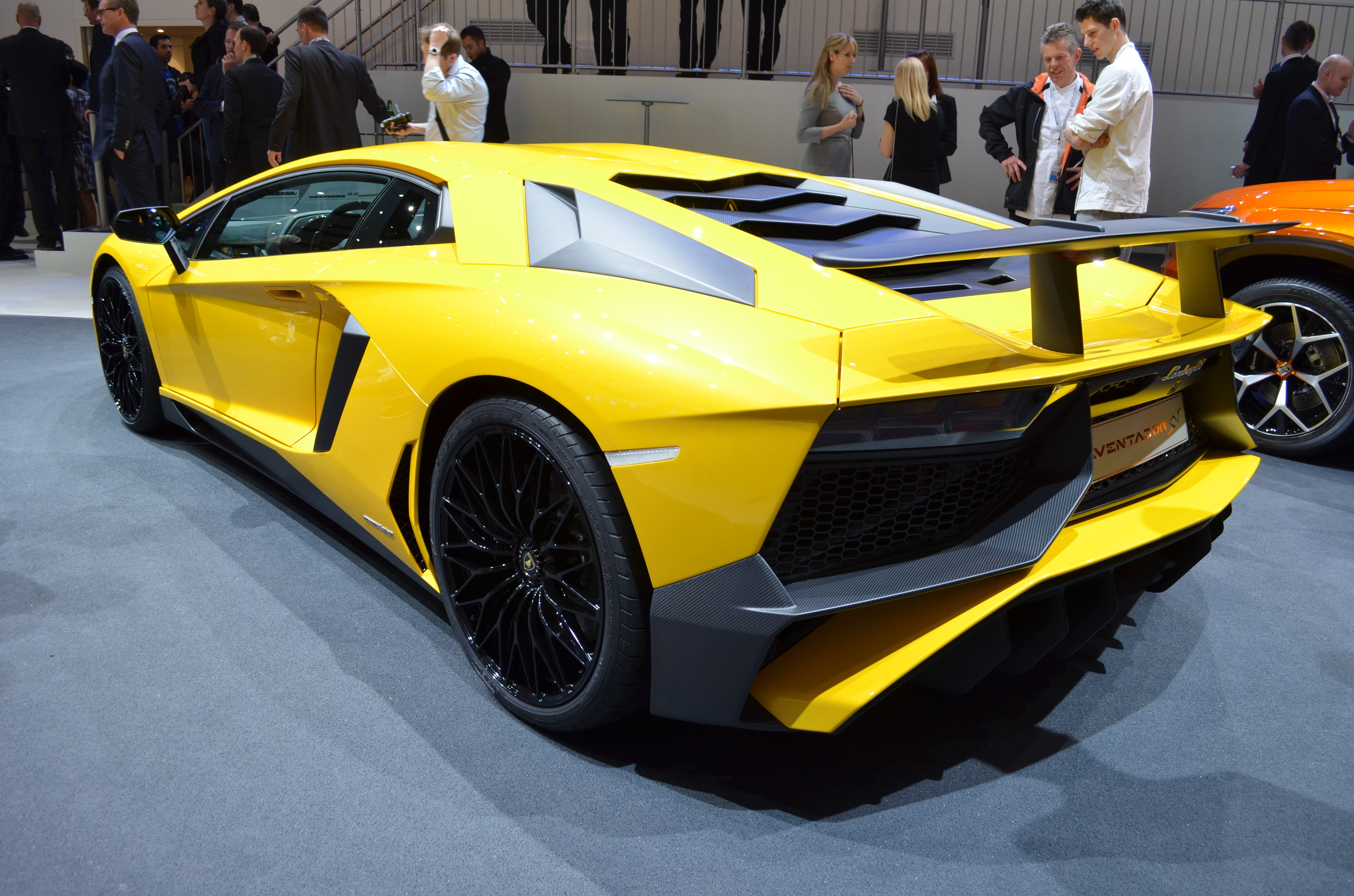 lamborghini aventador sv gets tougher tighter and lighter news. Black Bedroom Furniture Sets. Home Design Ideas