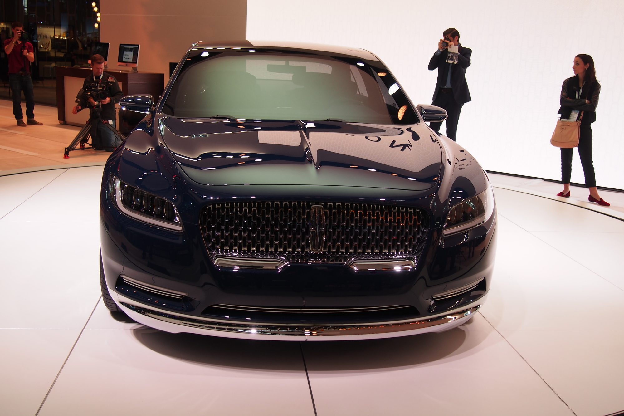 lincoln continental concept video first look news. Black Bedroom Furniture Sets. Home Design Ideas