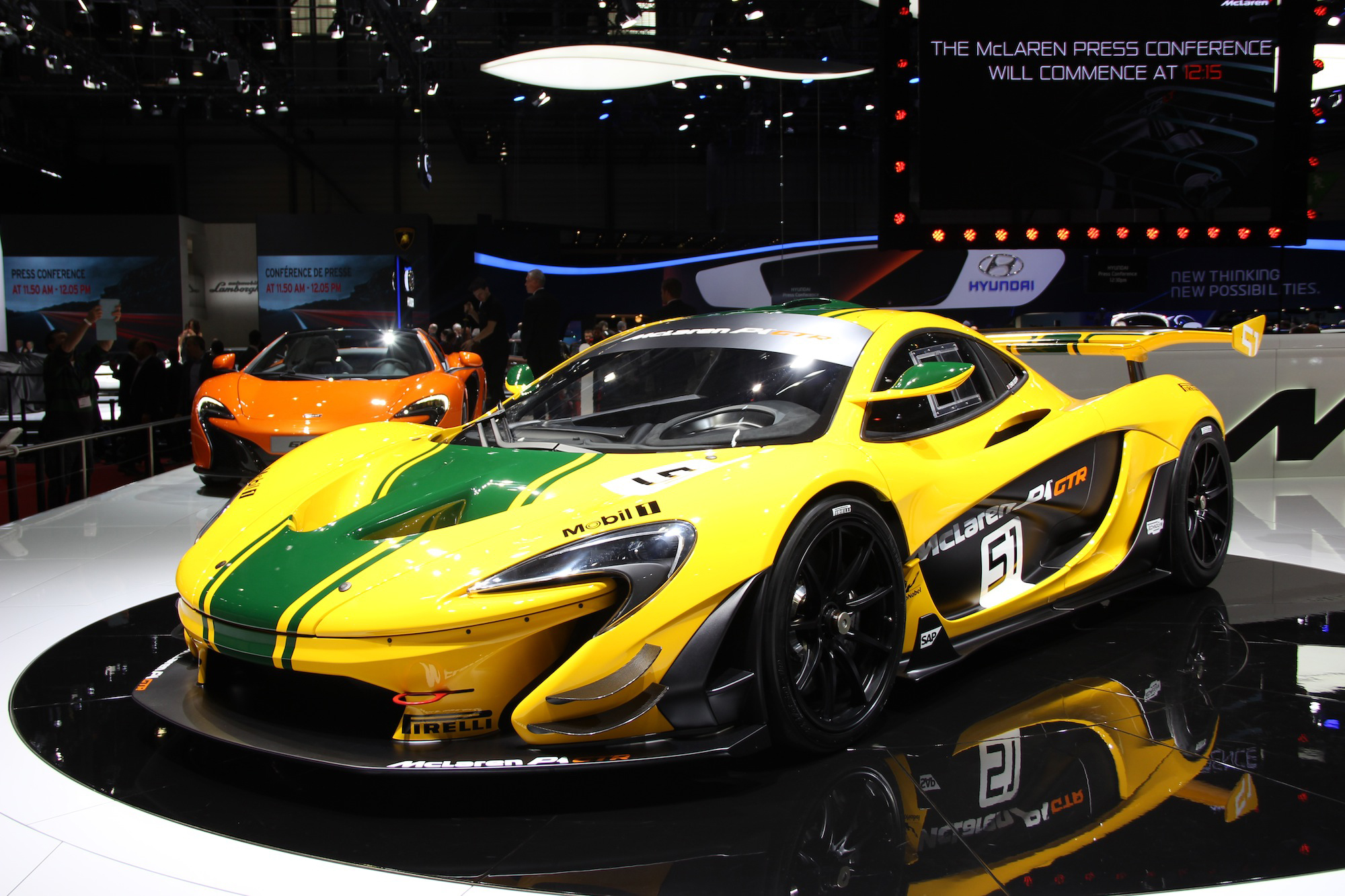 mclaren p1 gtr video first look news. Black Bedroom Furniture Sets. Home Design Ideas