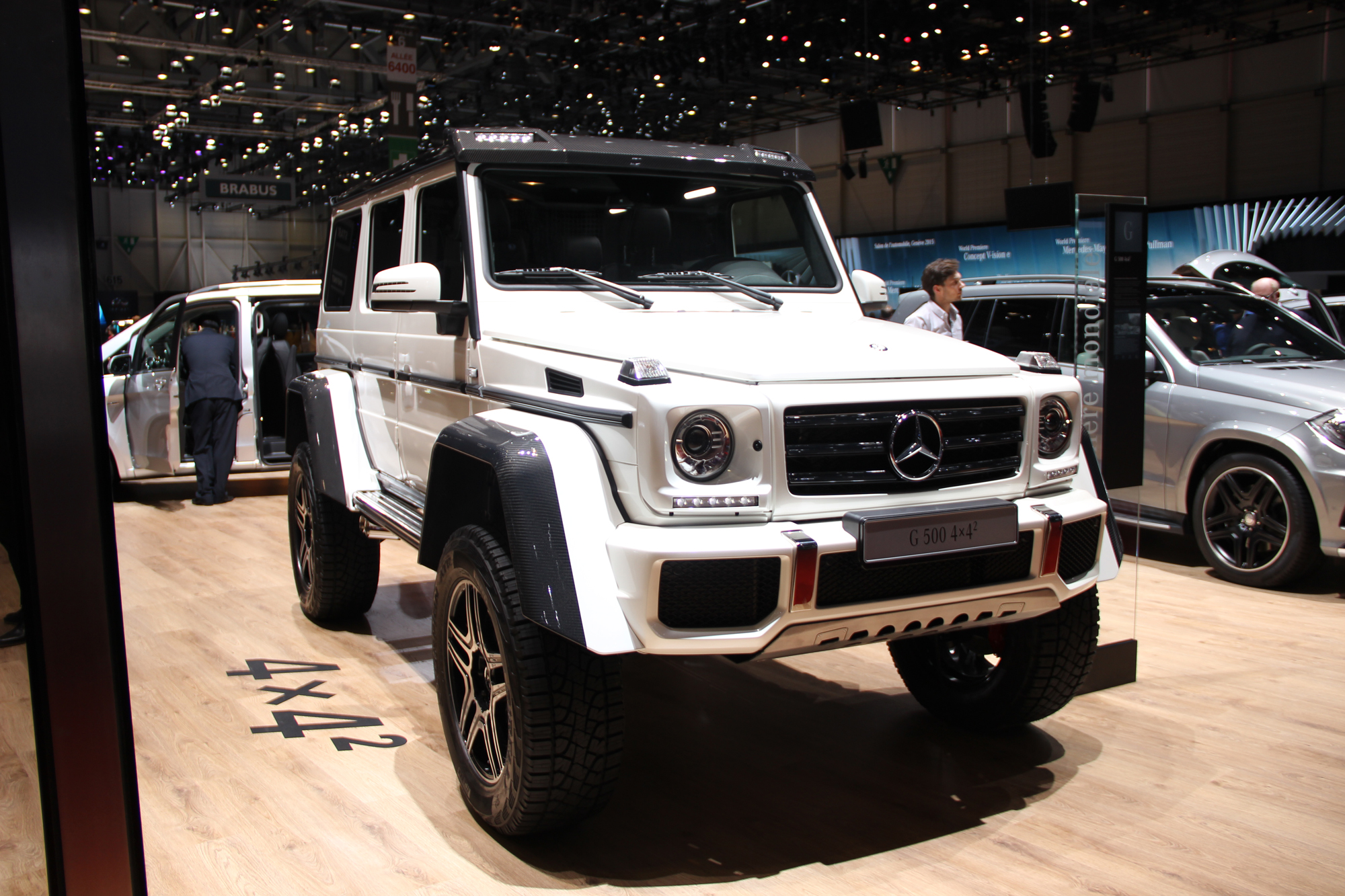Mercedes g500 4x4 squared flexes off road muscle for Mercedes benz 4x4 squared