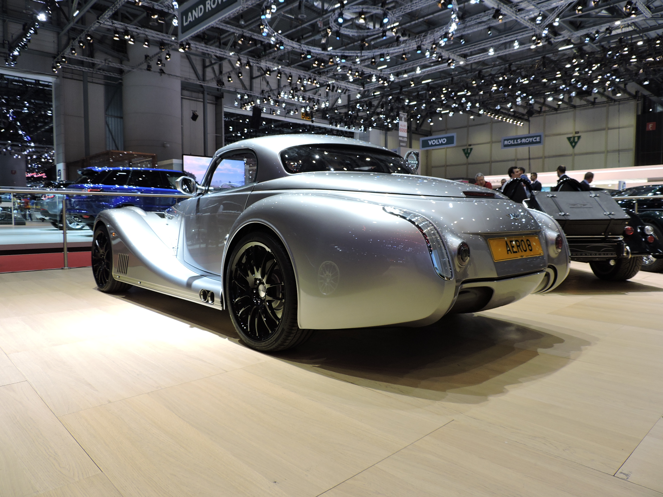 morgan aero 8 looks cruella in de ville of geneva news. Black Bedroom Furniture Sets. Home Design Ideas