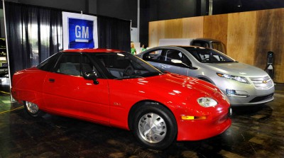 GM Displays Chevrolet Volt and the EV1 at Expo