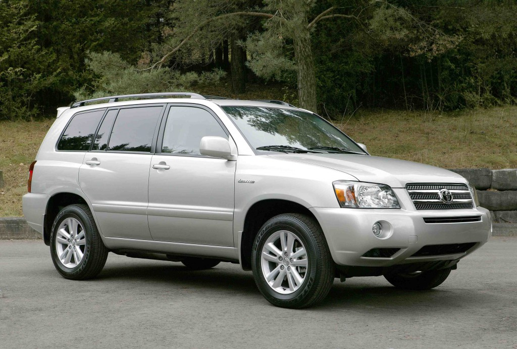 Toyota Highlander Hybrid Under Investigation for Stalling Issues ...