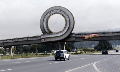 hot-wheels-highway-overpass-ad