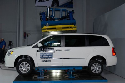 2012-chrysler-town-and-country-top-safety-pick