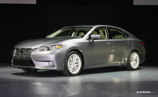 2013 Lexus ES300h Has 200 HP and 39 MPG Combined: 2012 NY Auto Show