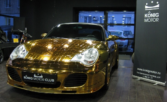 Gold Porsche 911 Redefines Gaudy in Russian Showroom