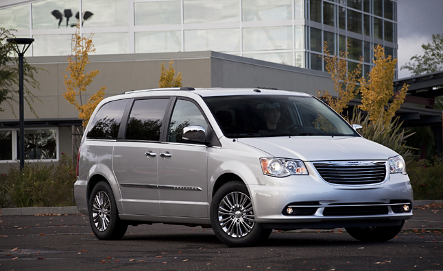 Chrysler Town & Country Plug-In Hybrid Specs Revealed