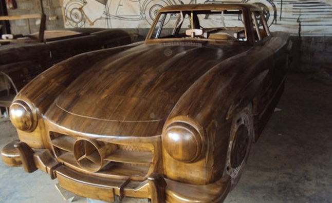 Mercedes 300 SL Wooden Replica is Exquisite