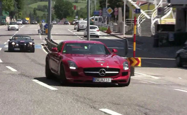 Mercedes SLS AMG Makes Crazy Pass on Highway in Video
