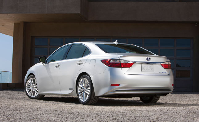 Lexus Passes on Lithium-Ion Battery Tech in Hybrids