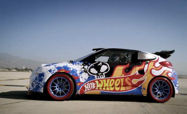 Hot Wheels Hyundai Veloster Goes Stunt Wall Riding – Video