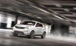 Nissan Juke Nismo Pitted Against Juke-R on Facebook