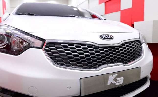 2014 Kia Forte Teased at South Korean Mall – Video