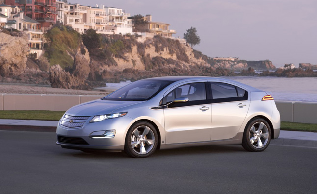 Chevrolet Volt Sales Hold Steady, Nissan Leaf Continues to Struggle