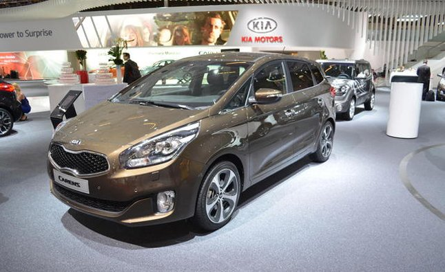 2013 Kia Carens, the New Rondo Debuts in Paris