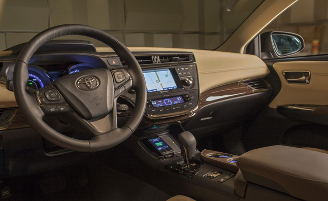 2013 Toyota Avalon Adds Wireless In-Car Charging