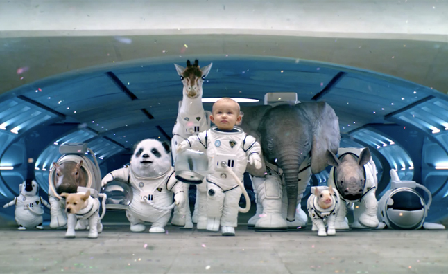 Kia Teases 'Space Babies' Super Bowl Commercial – Video