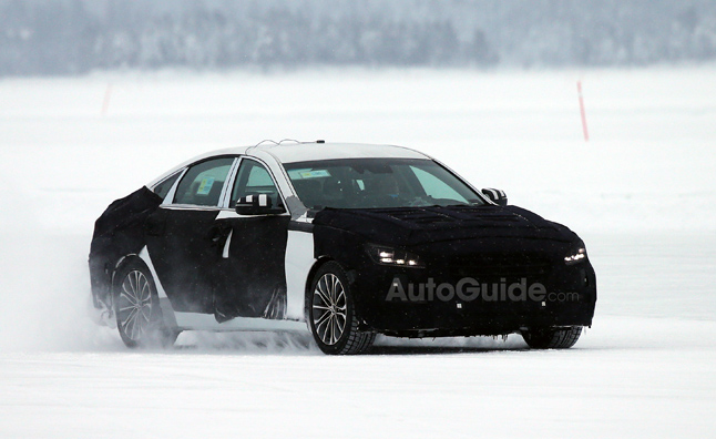 2014 Hyundai Genesis Spied During Winter Testing