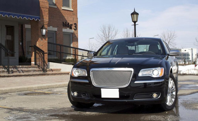 2013-Chrysler-300C-AWD-Luxury-23