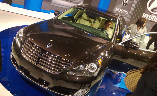 2014 Hyundai Equus 82% a Lexus LS for 18% Less