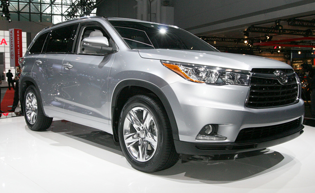 2014 Toyota Highlander Gets Bold New Look, Same Old Engines