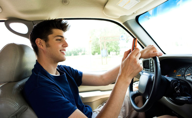 Most Drivers in America Drive Distracted: Study