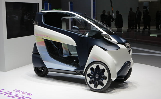 Toyota i-ROAD Concept is Half Scooter, Half Car