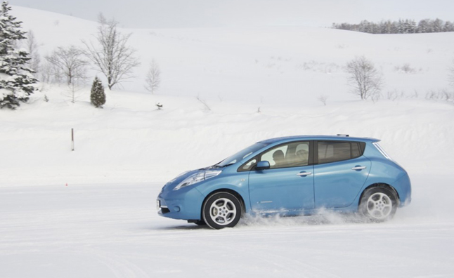 Nissan leaf driving in snow