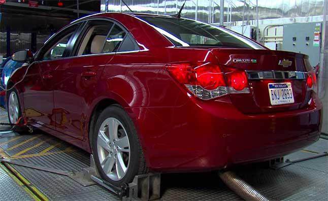 Chevrolet Cruze Diesel Nets 900 Miles on a Single Tank  Video