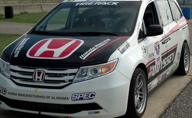 IndyCar's Simon Pagenaud to Pilot 500-HP Honda Odyssey at Pikes Peak