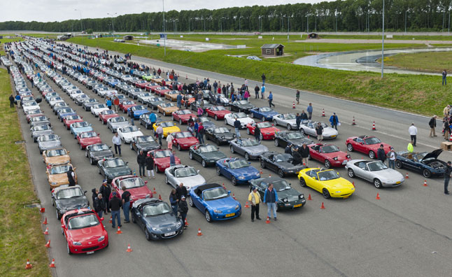 683 Miatas Parade for Guinness World Record