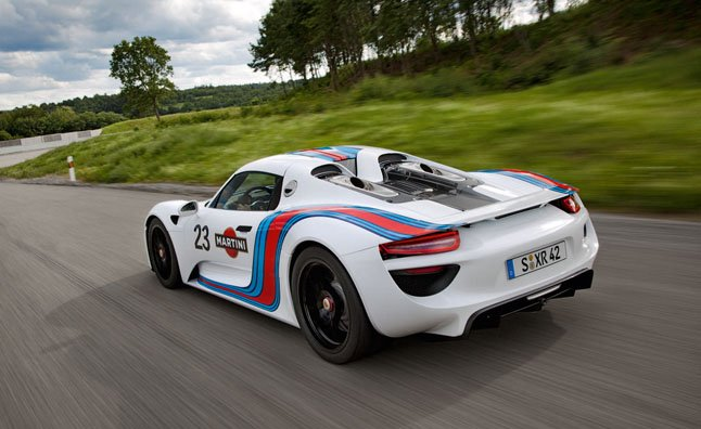 Porsche-918-Spyder-Martini-Livery-driving-away