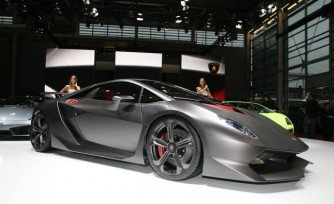 Watch the Lamborghini Sesto Elemento Hit the Track