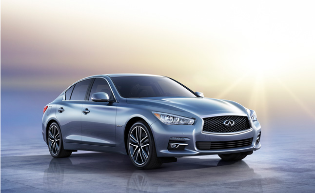 2014 Infiniti Q50 to be Sold Beside 2013 G37 Sedan