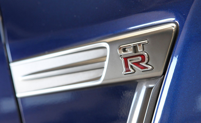 nissan-gt-r-badge