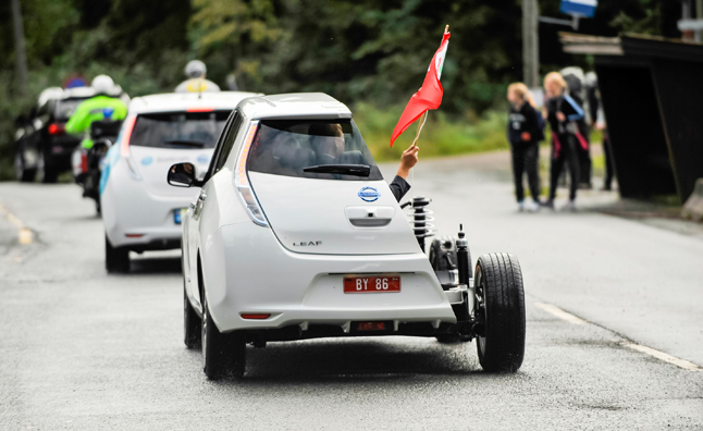 Horde of Nissan Leafs Help Break EV World Record