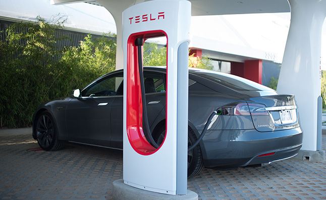 tesla-model-s-supercharger-station