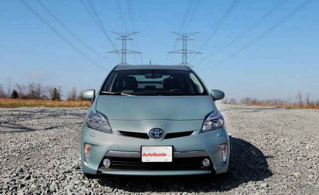 2013-Toyota-Prius-Plug-in-front